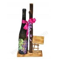 Poslikana steklenica z stojalom in mini kozolcem