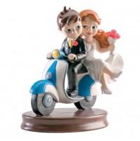 Poročna figura -  ženin in nevesta na vespi