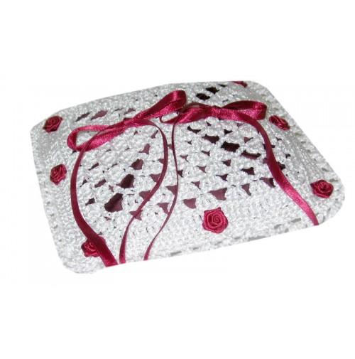 Poročna blazinica - kvačkano - bordo/rdeča - vrtnica